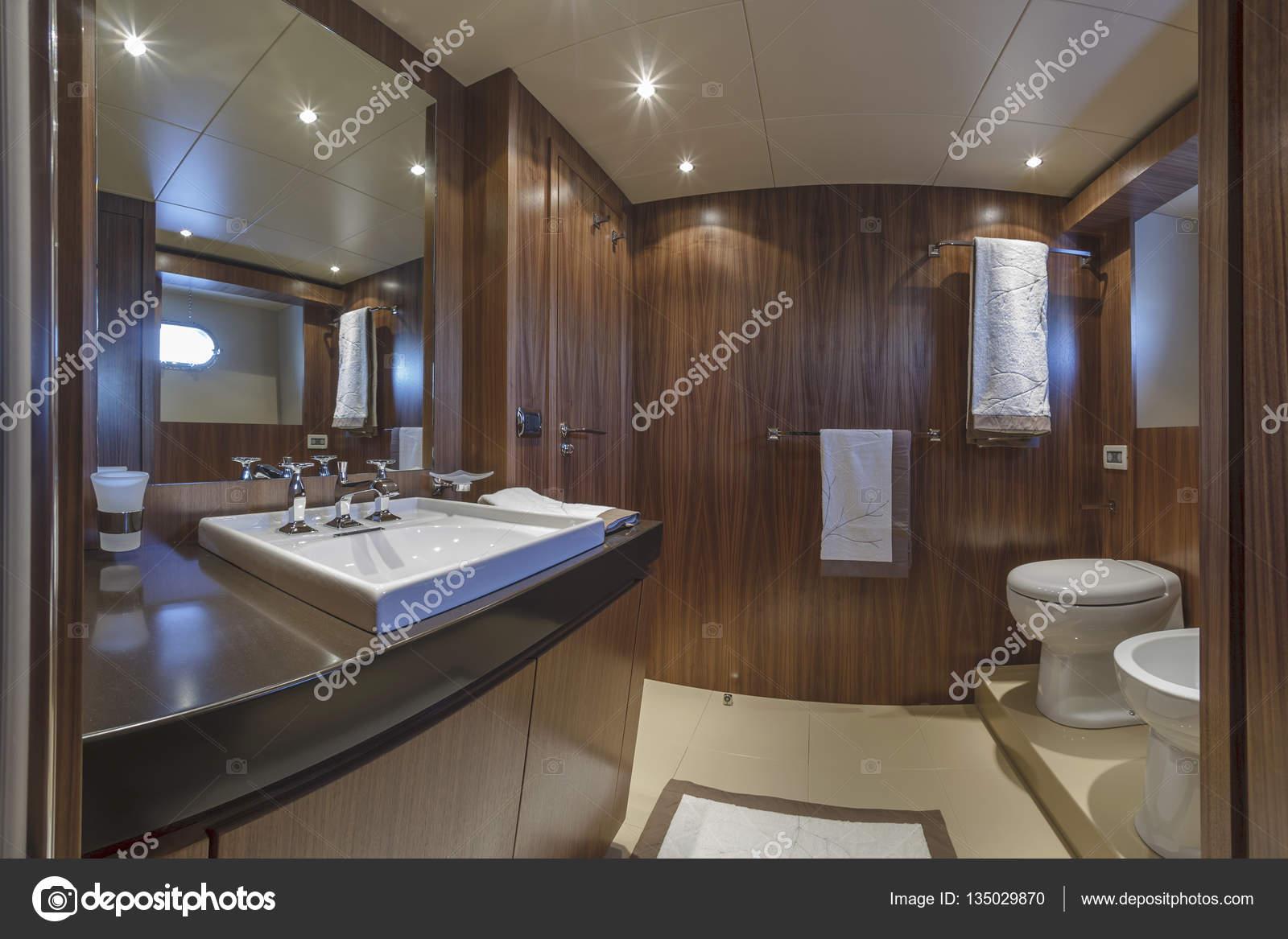 Italia viareggio 82 39 yacht di lusso bagno ospiti foto stock agiampiccolo 135029870 - Bagno roma viareggio ...