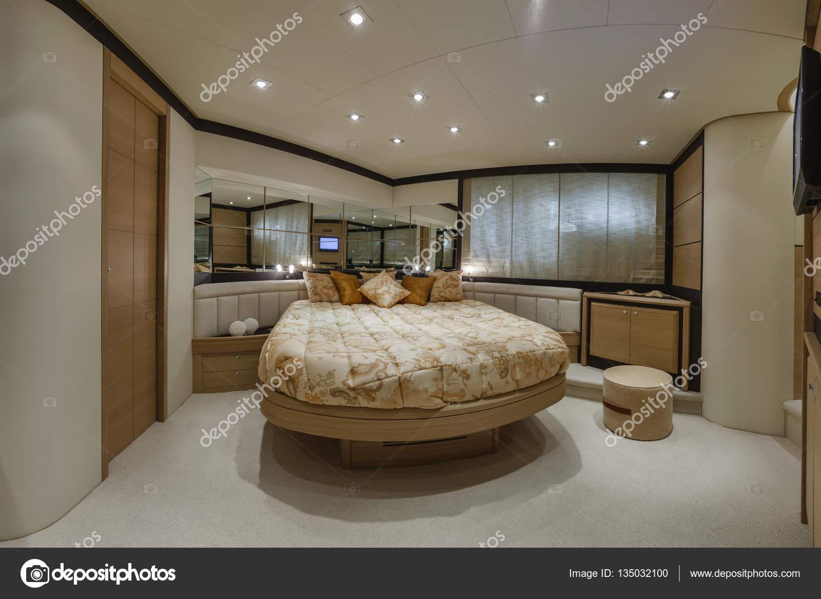 Italien, Neapel, Luxus-Yacht, Schlafzimmer — Stockfoto ...
