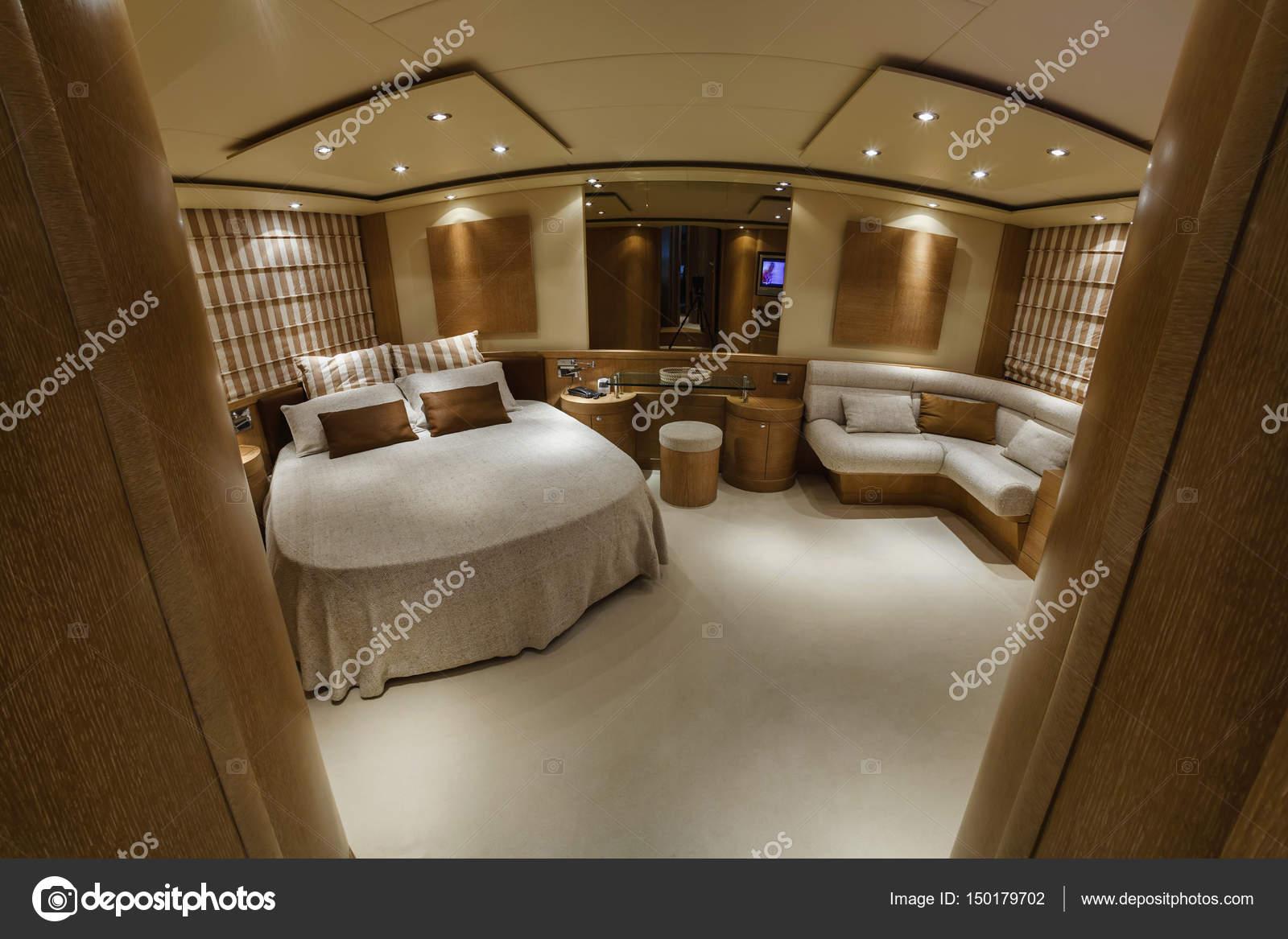 Italien, Fiumicino (Rom), Luxus-Yacht, Schlafzimmer — Stockfoto ...