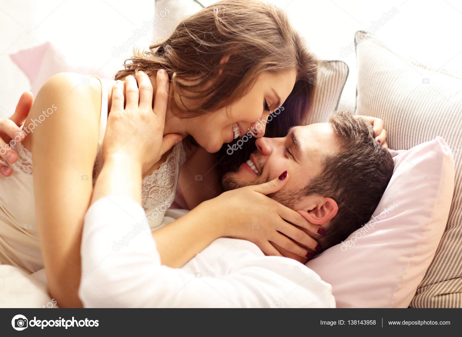 fotos de putas en la cama Pareja