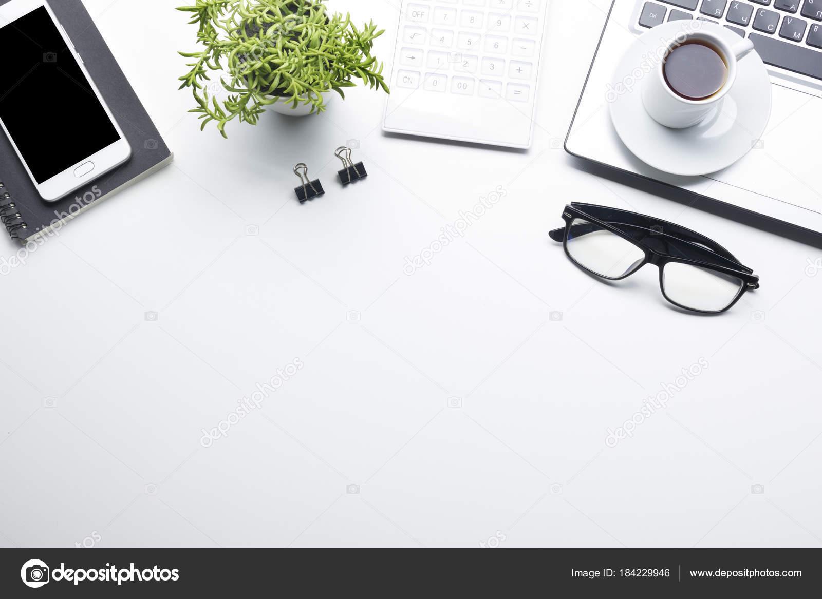 Scrivania Ufficio Oggetti : Tavolo scrivania da ufficio con forniture. appartamento laici