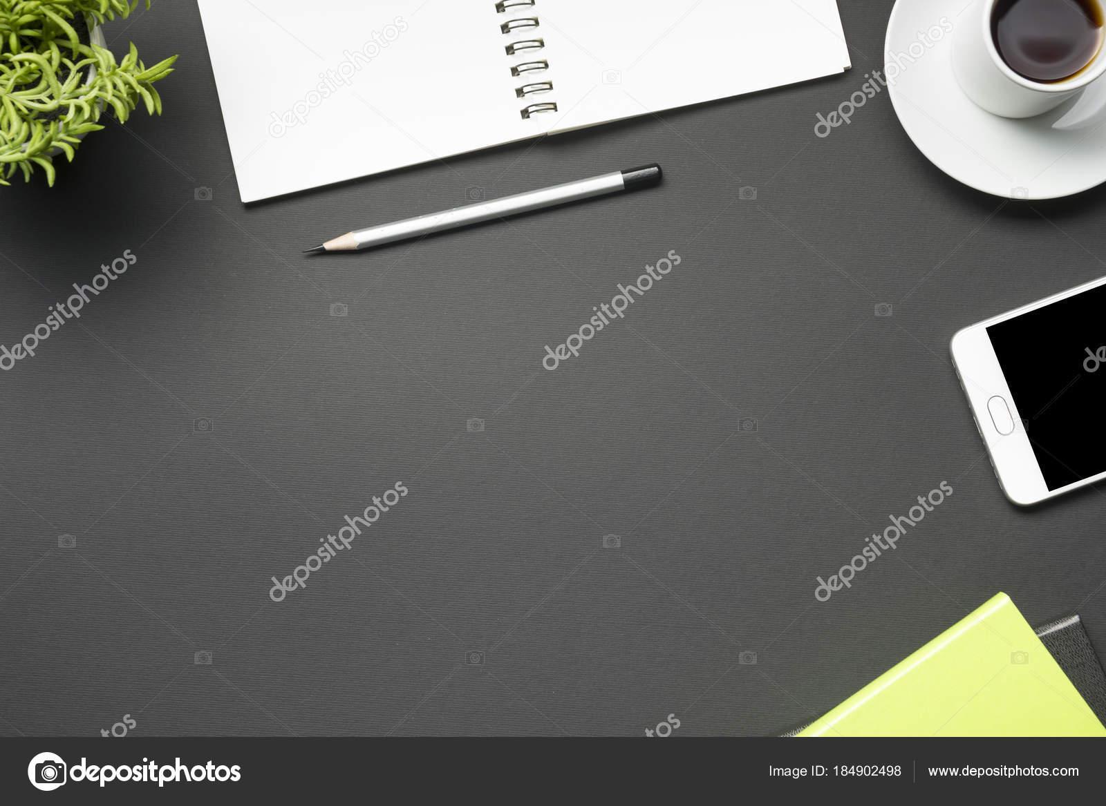 Oggetti Da Ufficio : Tavolo scrivania da ufficio con forniture appartamento laici