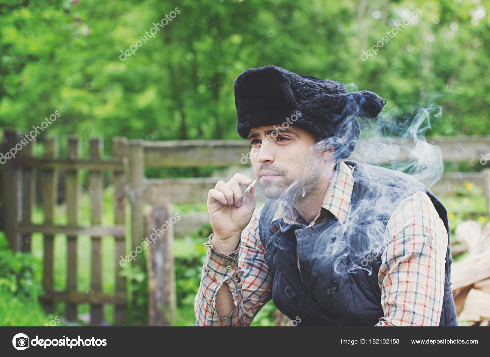 leñador en el sombrero — Fotos de Stock © solstudio  182102158 3bdc5985e49