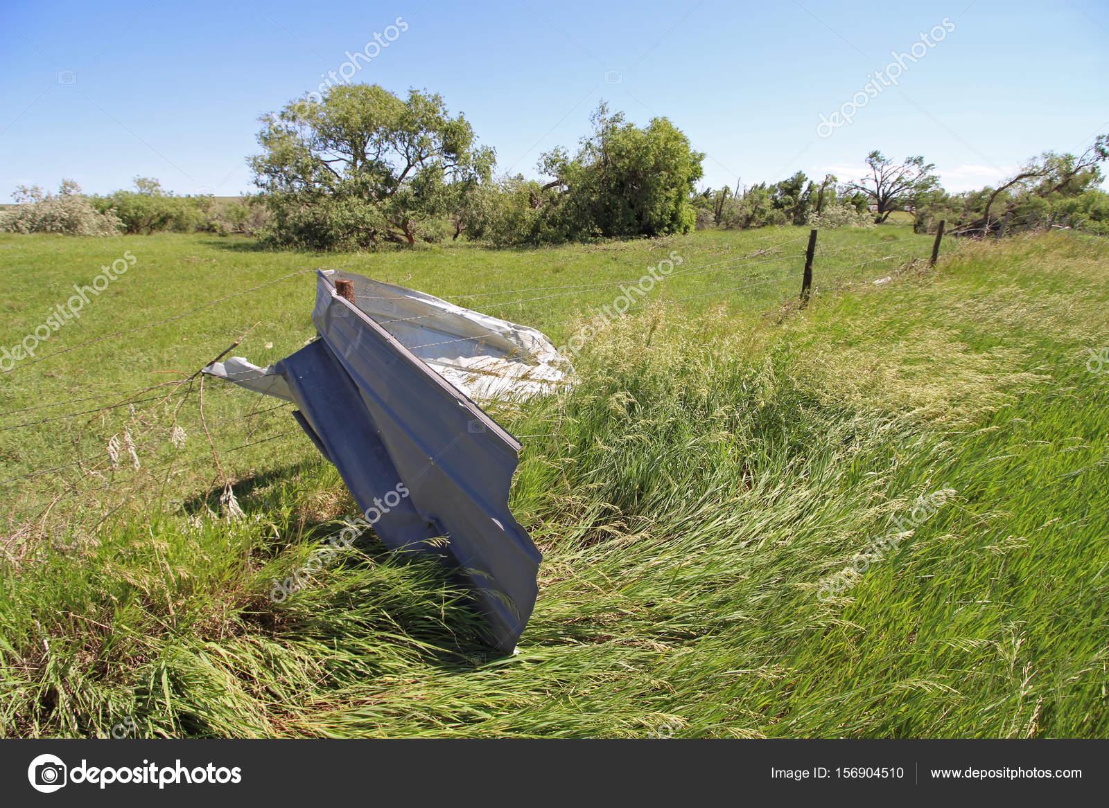 Een Stukje Aluminium Gevelbeplating Gewikkeld Rond Een Fence Post