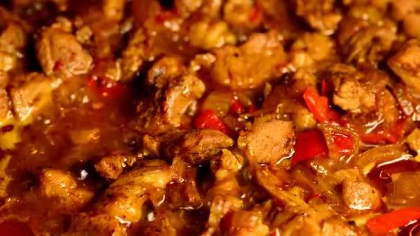 vaření maďarský vepřový guláš