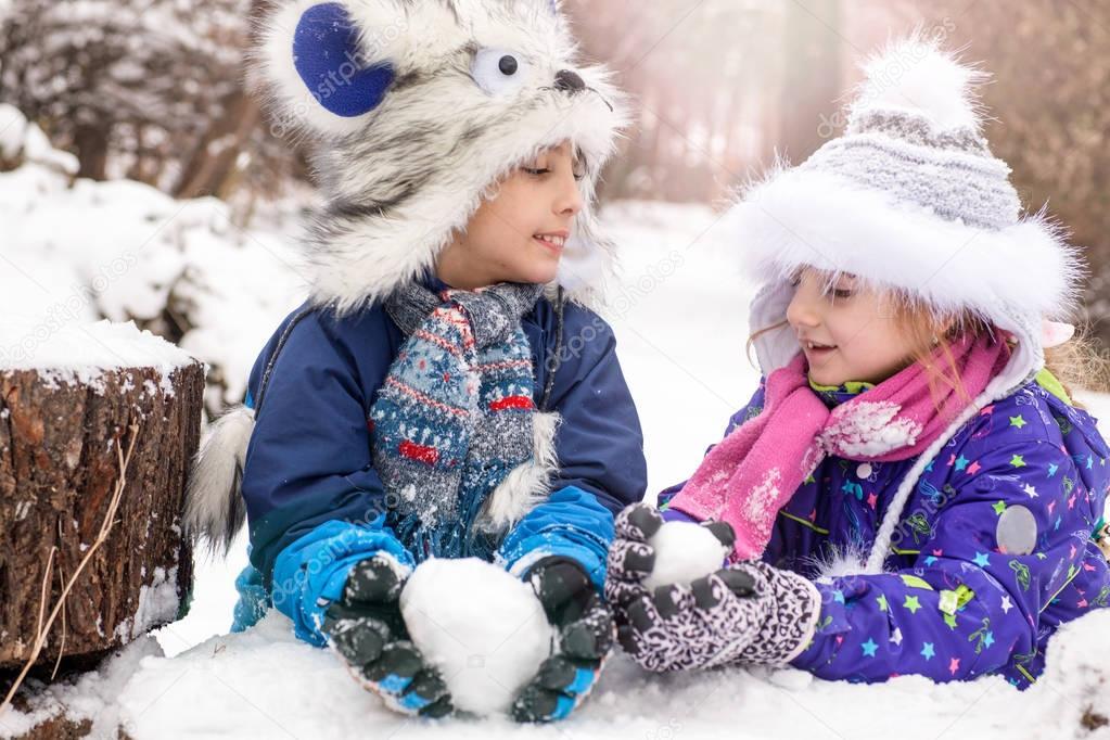 children snowball players