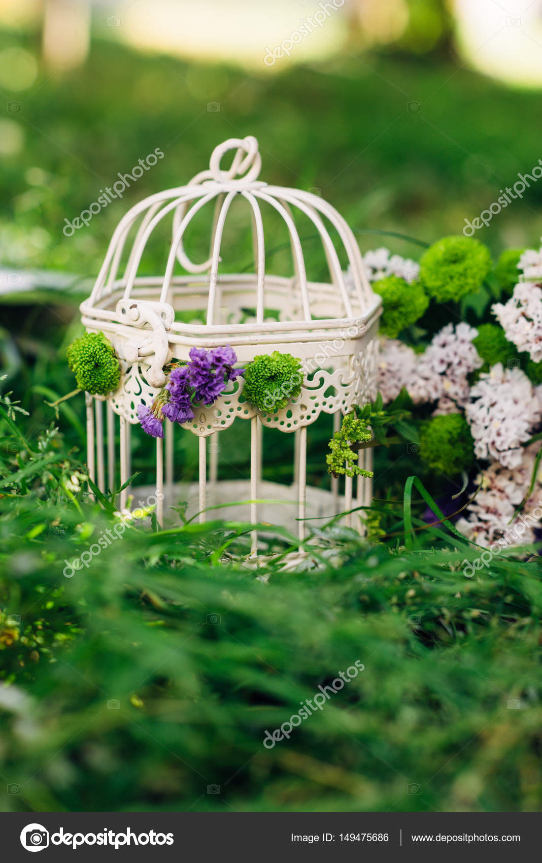 Garden party decorations. Vintage bird cages with flowers inside ...
