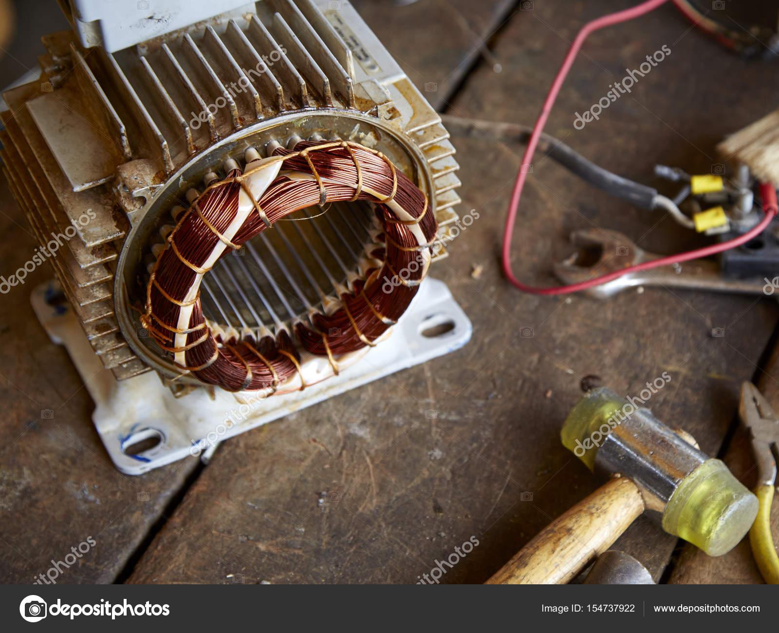 Alten zerlegten Elektromotor — Stockfoto © pongans68@gmail.com ...