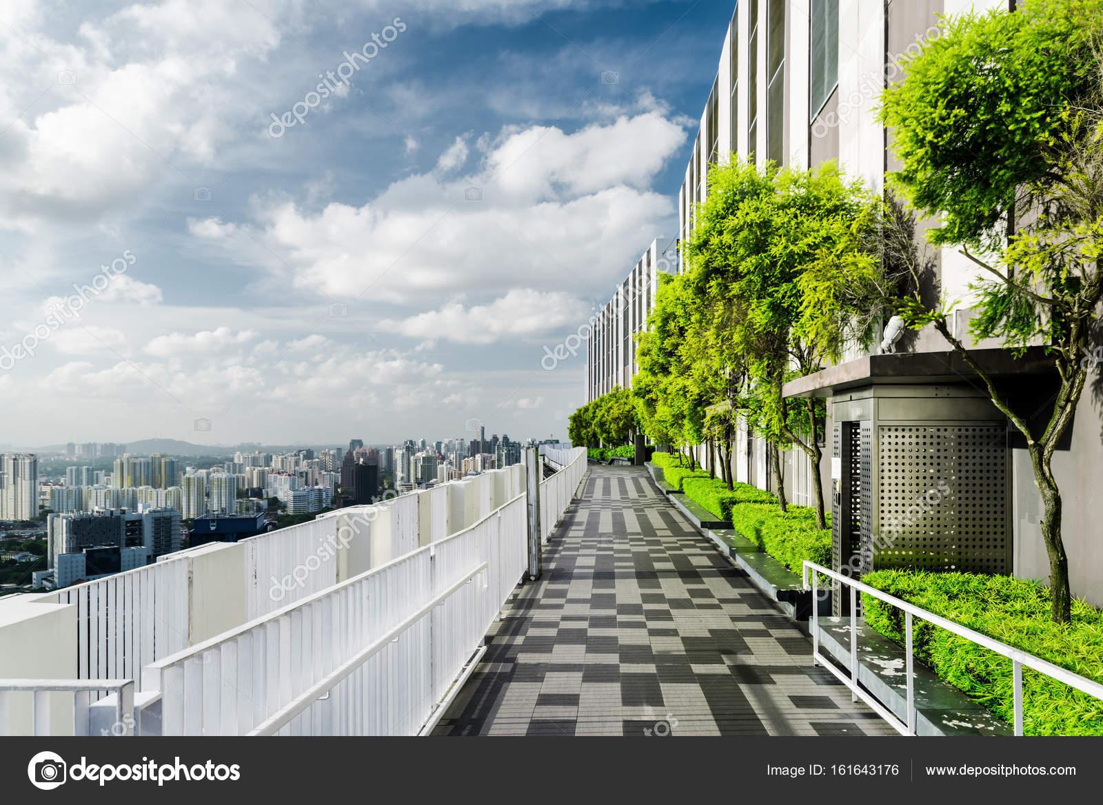 Incredibile Giardino Sul Tetto A Singapore Terrazza Esterna