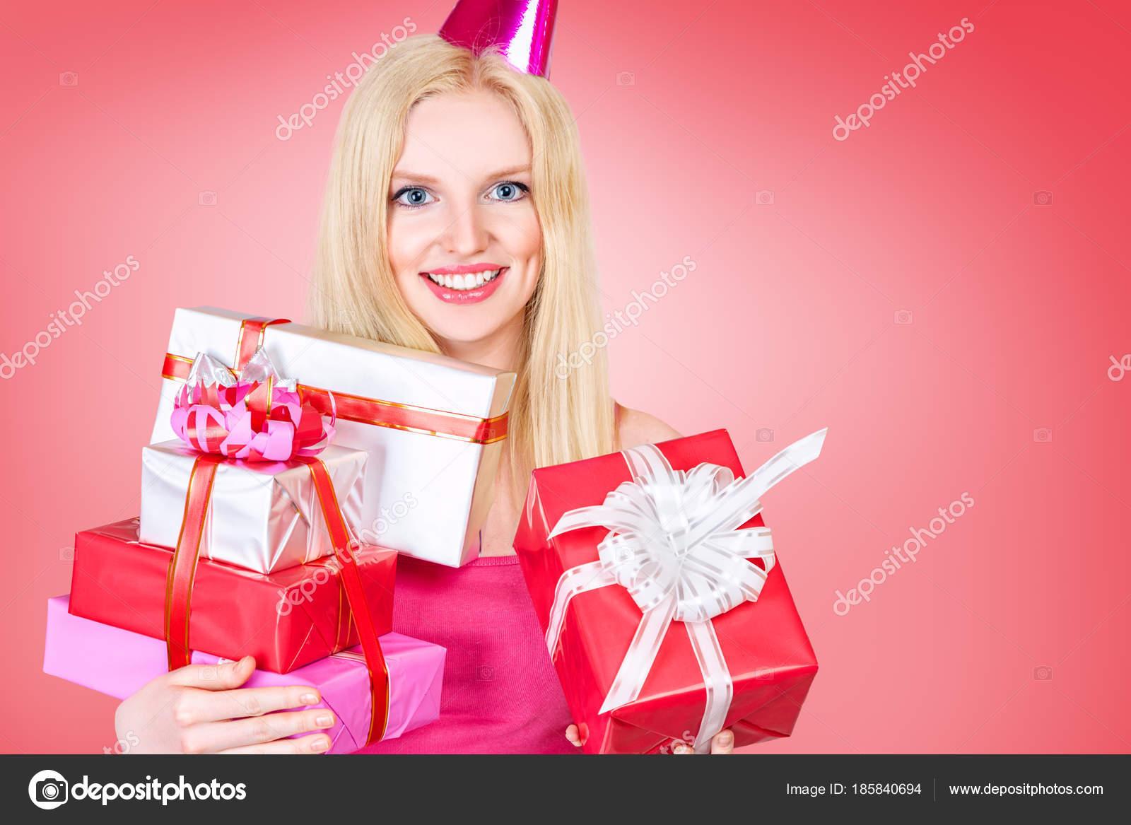 Jonge Vrouw Vieren Verjaardag Stockfoto C Avesun 185840694
