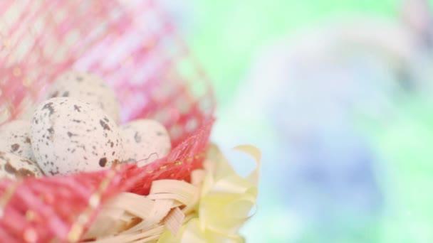 koš s velikonoční vajíčka