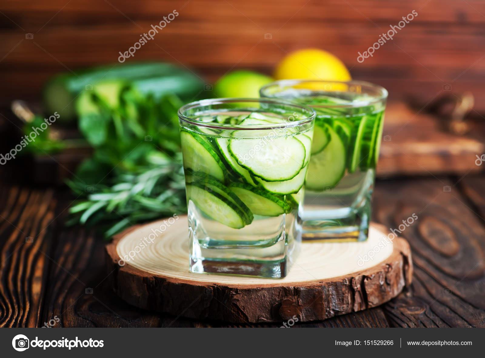 Detox Getränke und frisches Gemüse — Stockfoto © tycoon #151529266