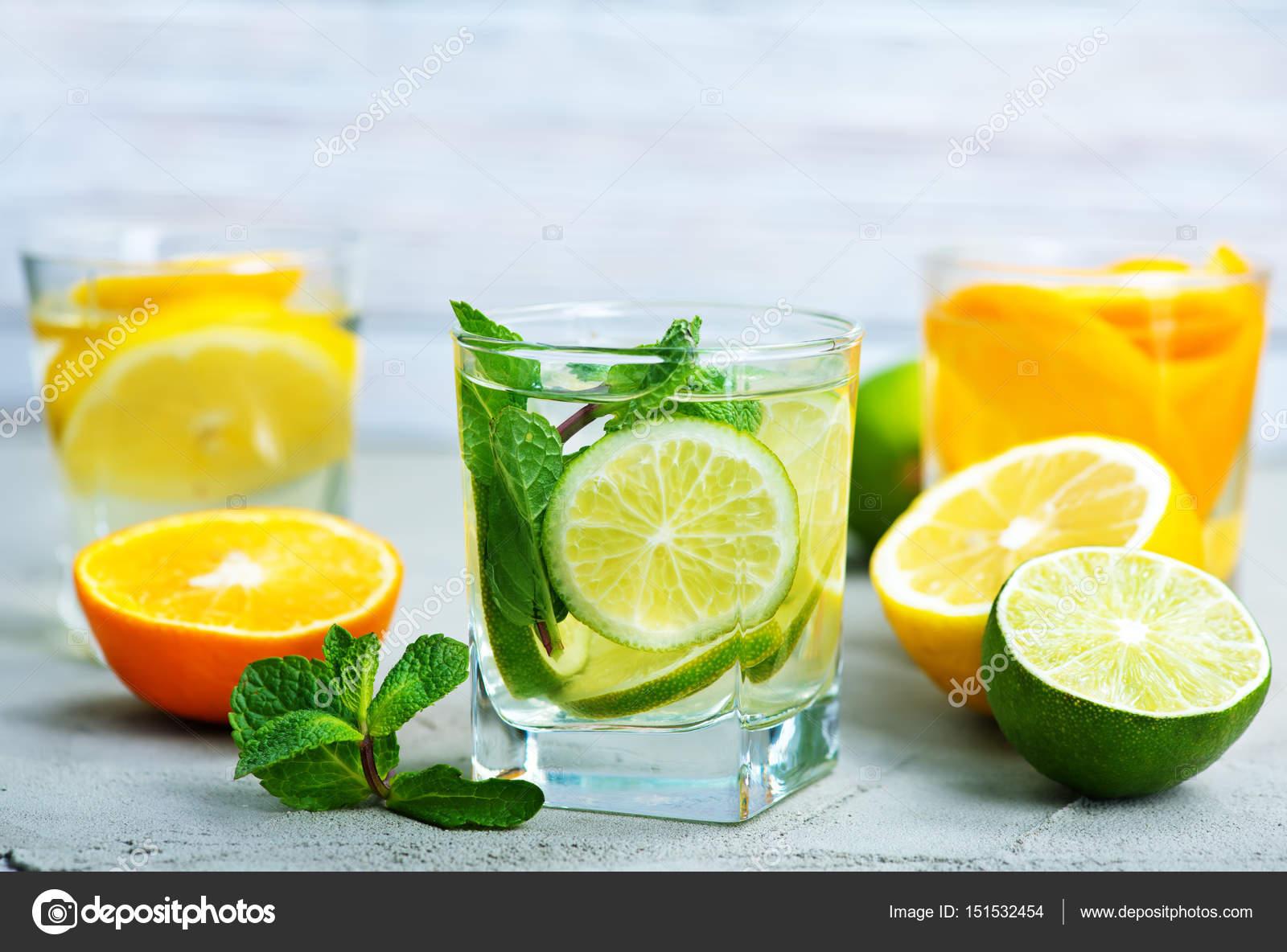 Detox Getränke und frisches Obst — Stockfoto © tycoon #151532454
