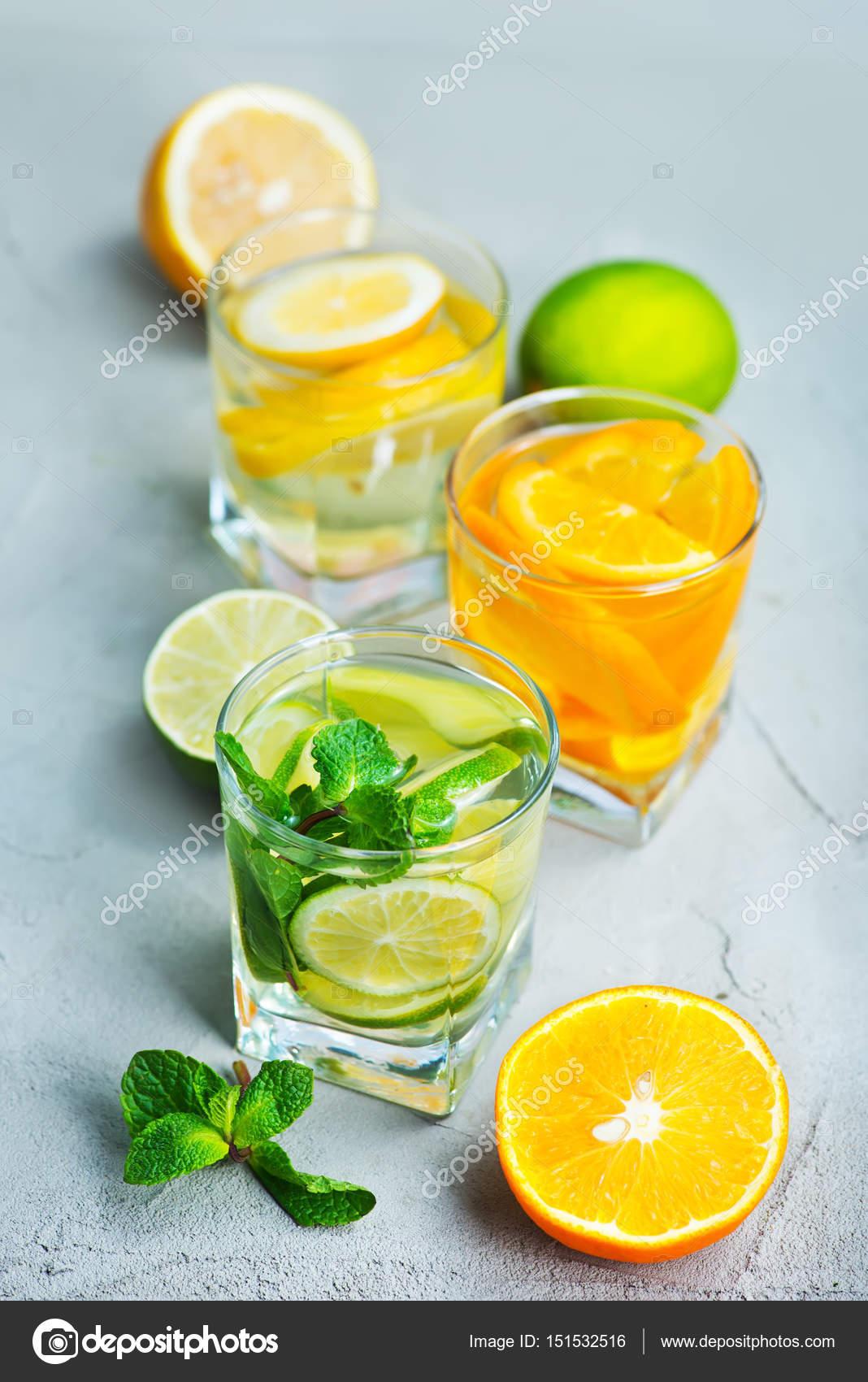 Detox Getränke und frisches Obst — Stockfoto © tycoon #151532516
