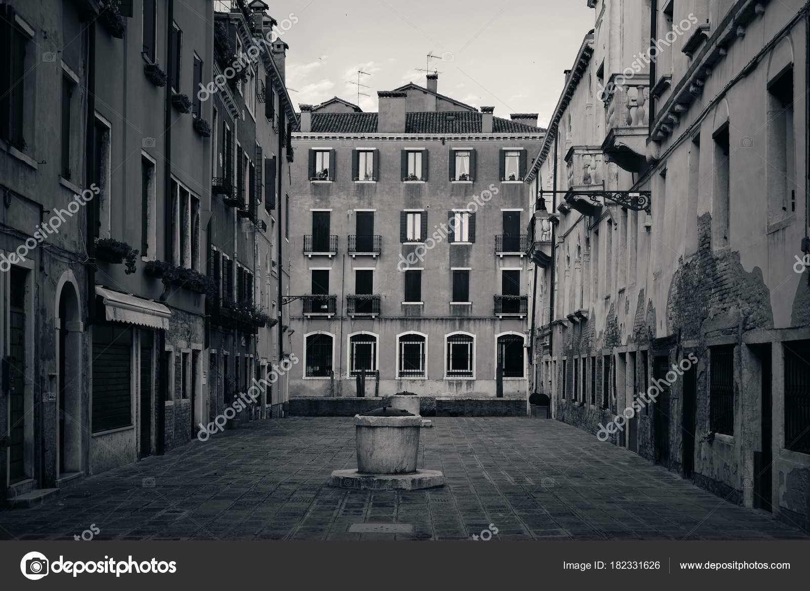 Venice Courtyard Well Stock Photo C Rabbit75 Dep 182331626
