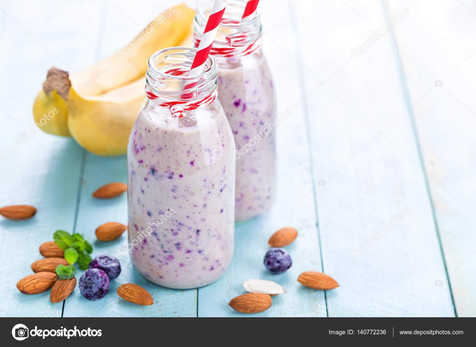 smoothie blåbär banan mjölk