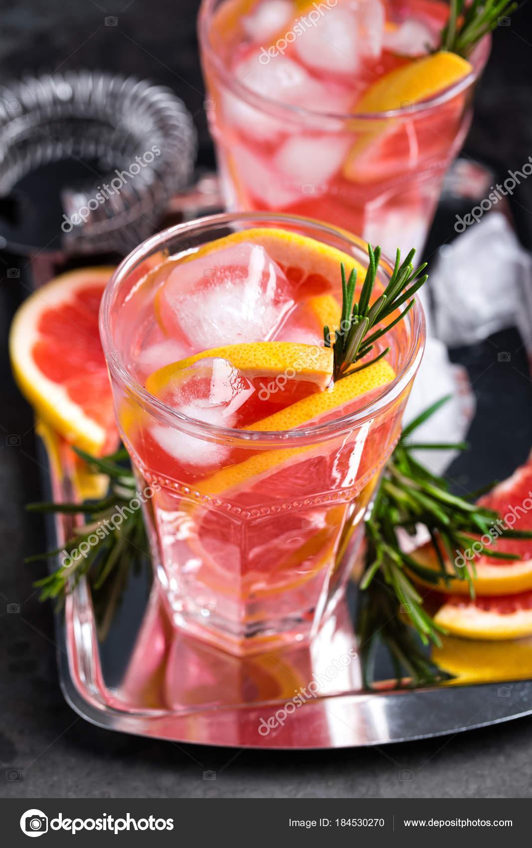 Grapefruit Und Frischen Rosmarin Gin Cocktail Mit Saft Kalter Sommer ...