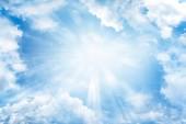 sluneční světlo v nebi