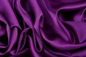 fialové hedvábné tkaniny