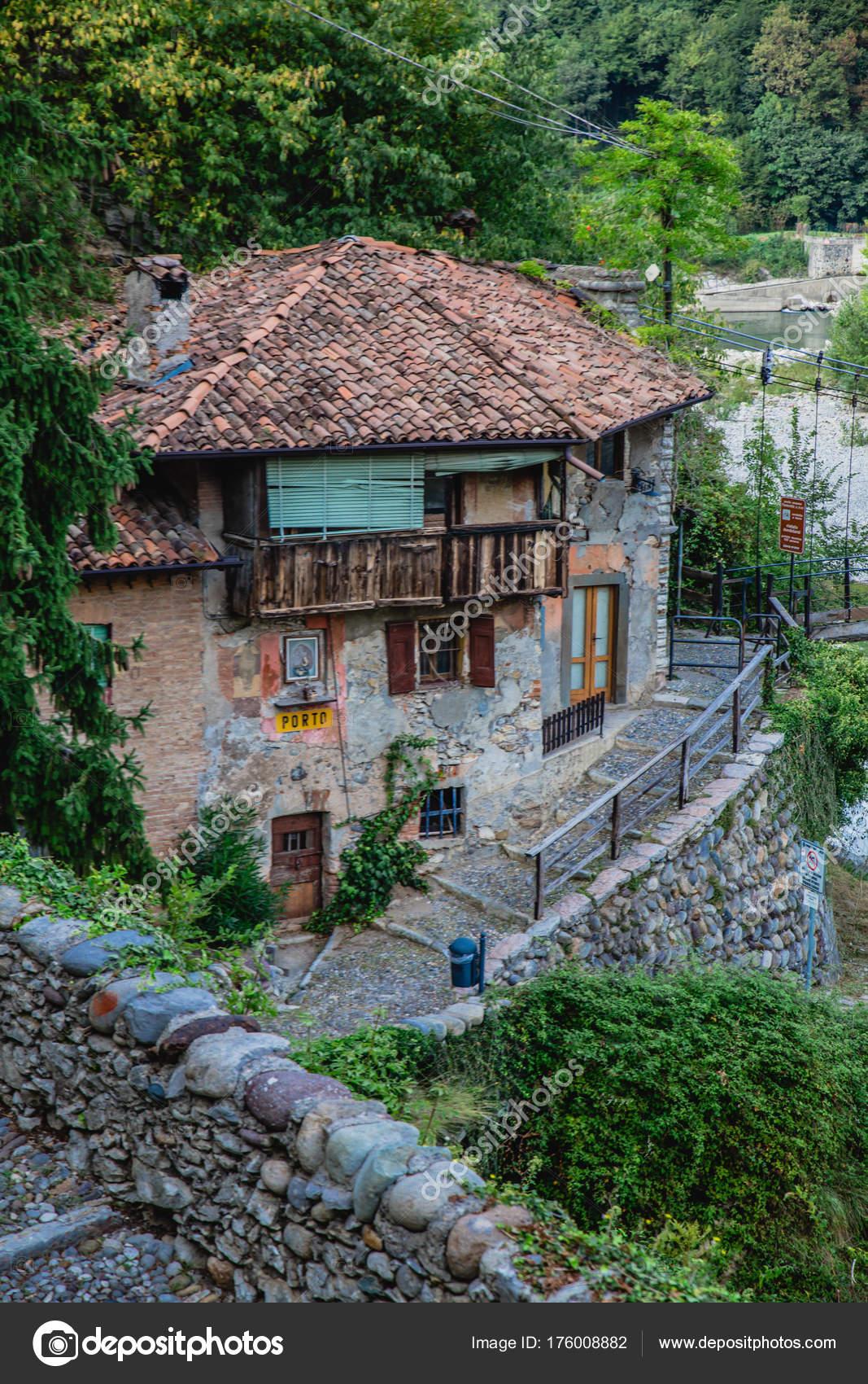 Vecchia Architettura Ubiale Clanezzo Provincia Bergamo Nella Regione ...