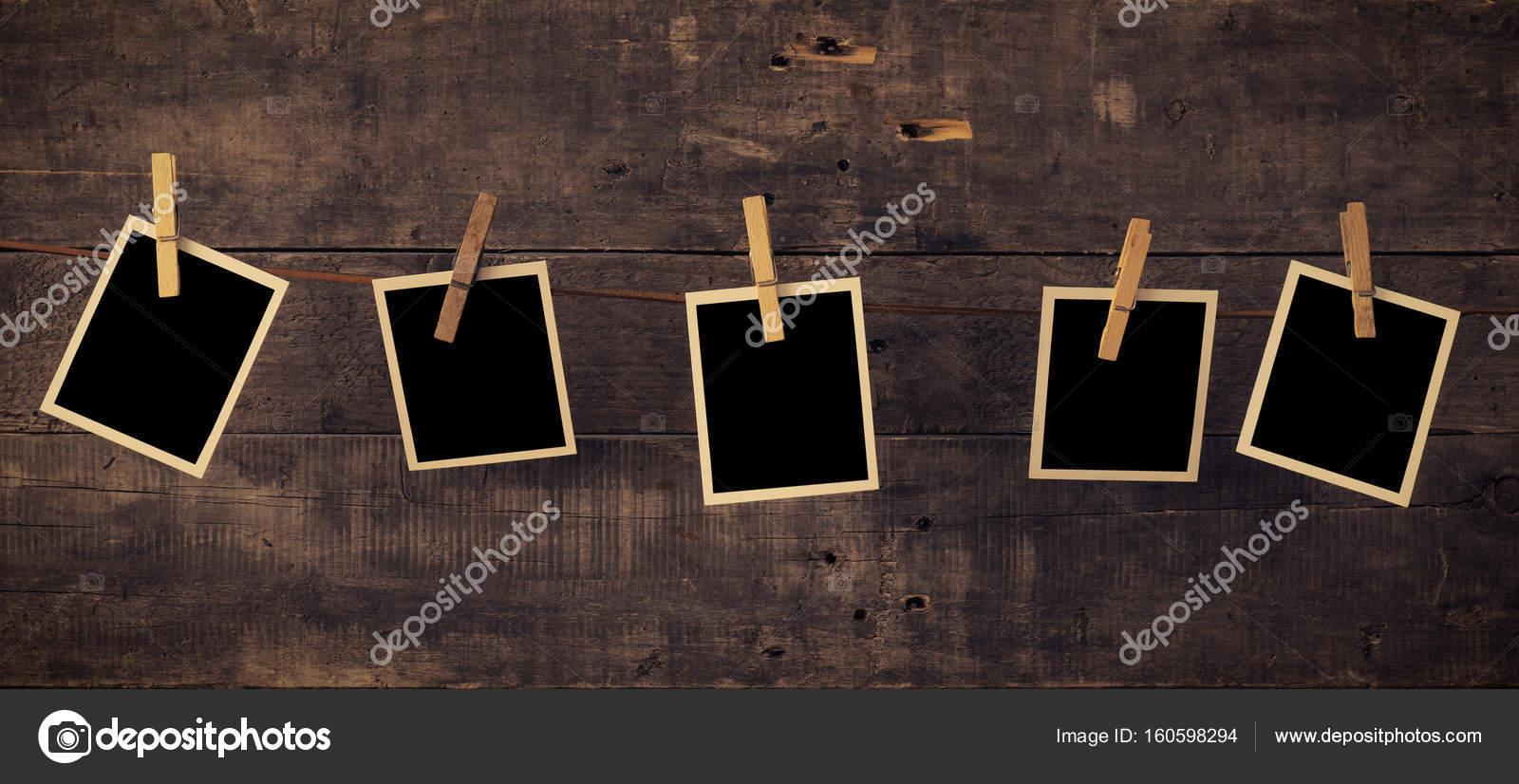 Fünf alte Bilderrahmen auf Holz — Stockfoto © aberheide #160598294