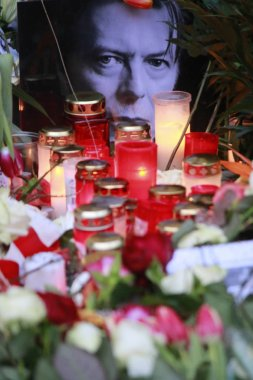 Mourning for the deceased rock star David Bowie