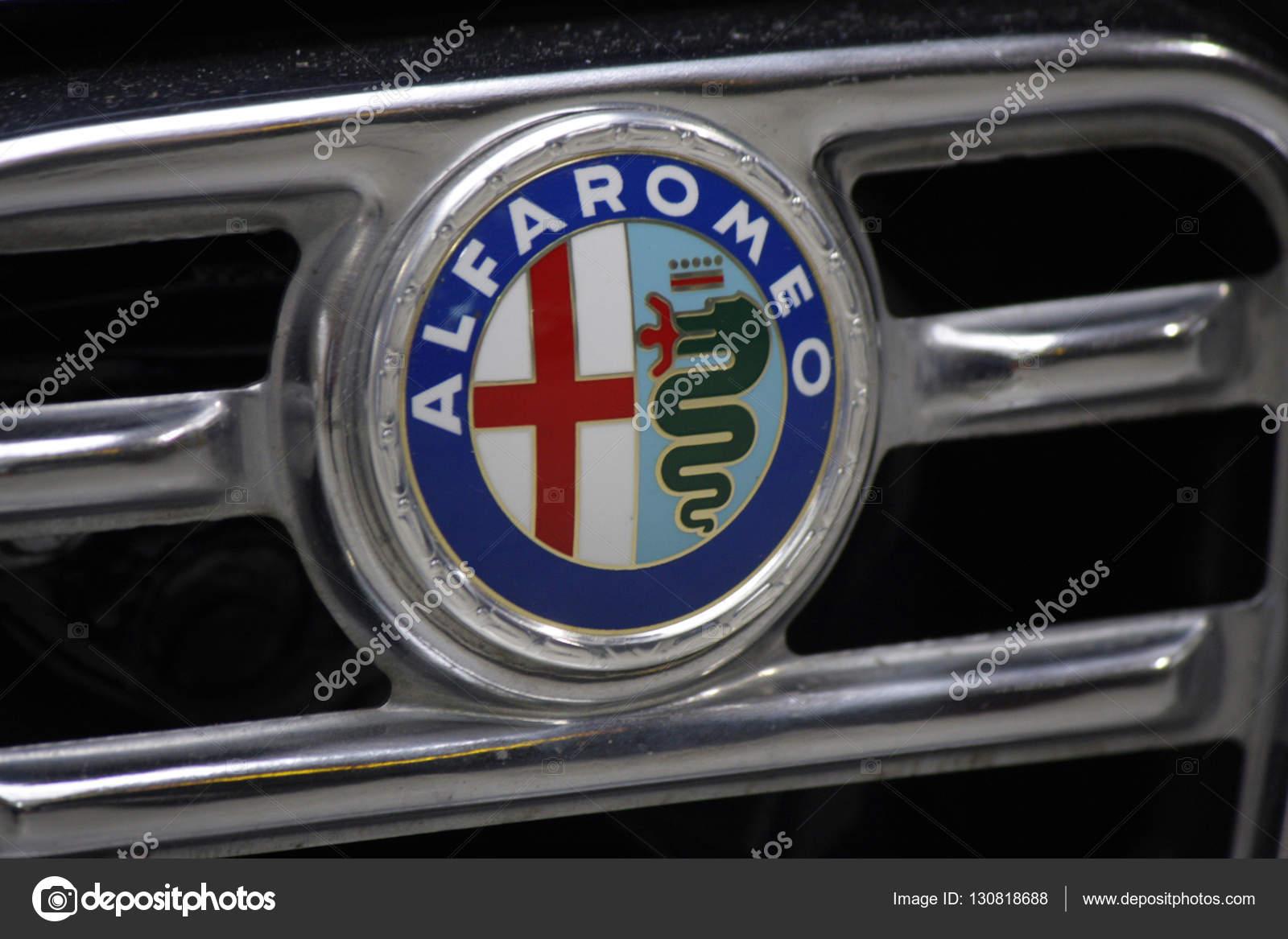 Logo Der Marke Alfa Romeo Berlin Redaktionelles Stockfoto Dezember 2013 Das Foto Von 360ber
