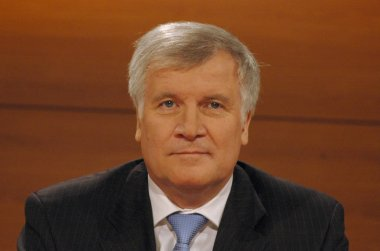 Horst Seehofer before a televised discussion