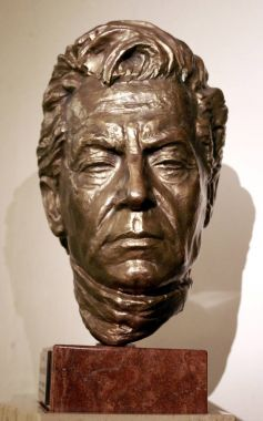 portrait sculpture of Herbert von Karajan