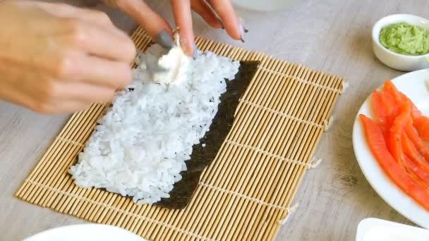 így sushi nő roll