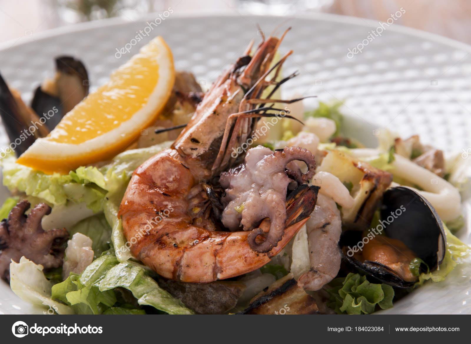 Deniz Ürünleri Salata Karides Kalamar Ahtapot Midye — Stok Foto ... 637e8ddd55