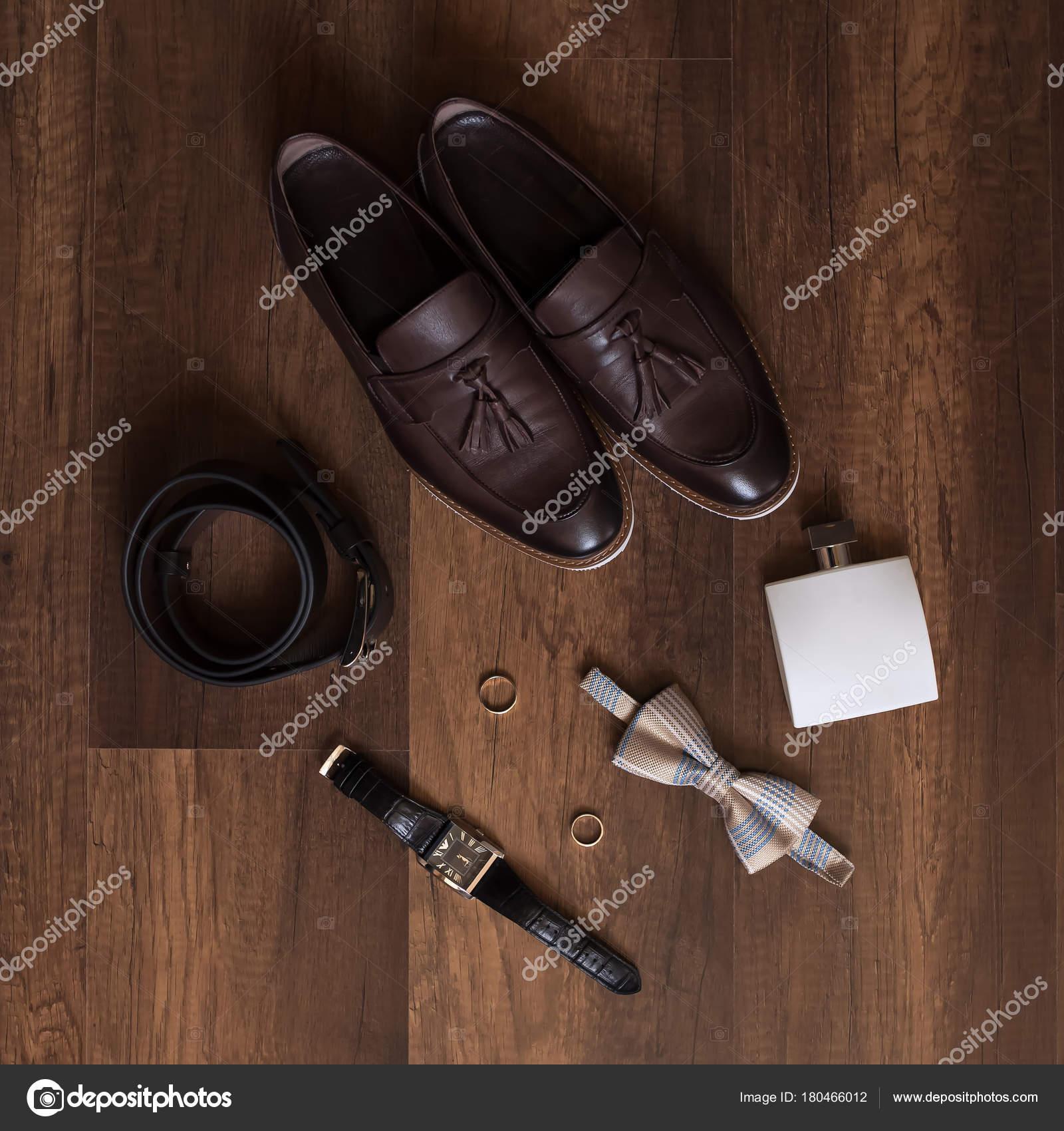 6a8bb146c092 Dettagli del matrimonio. Accessori sposo. Scarpe e Papillon — Foto di Vintra