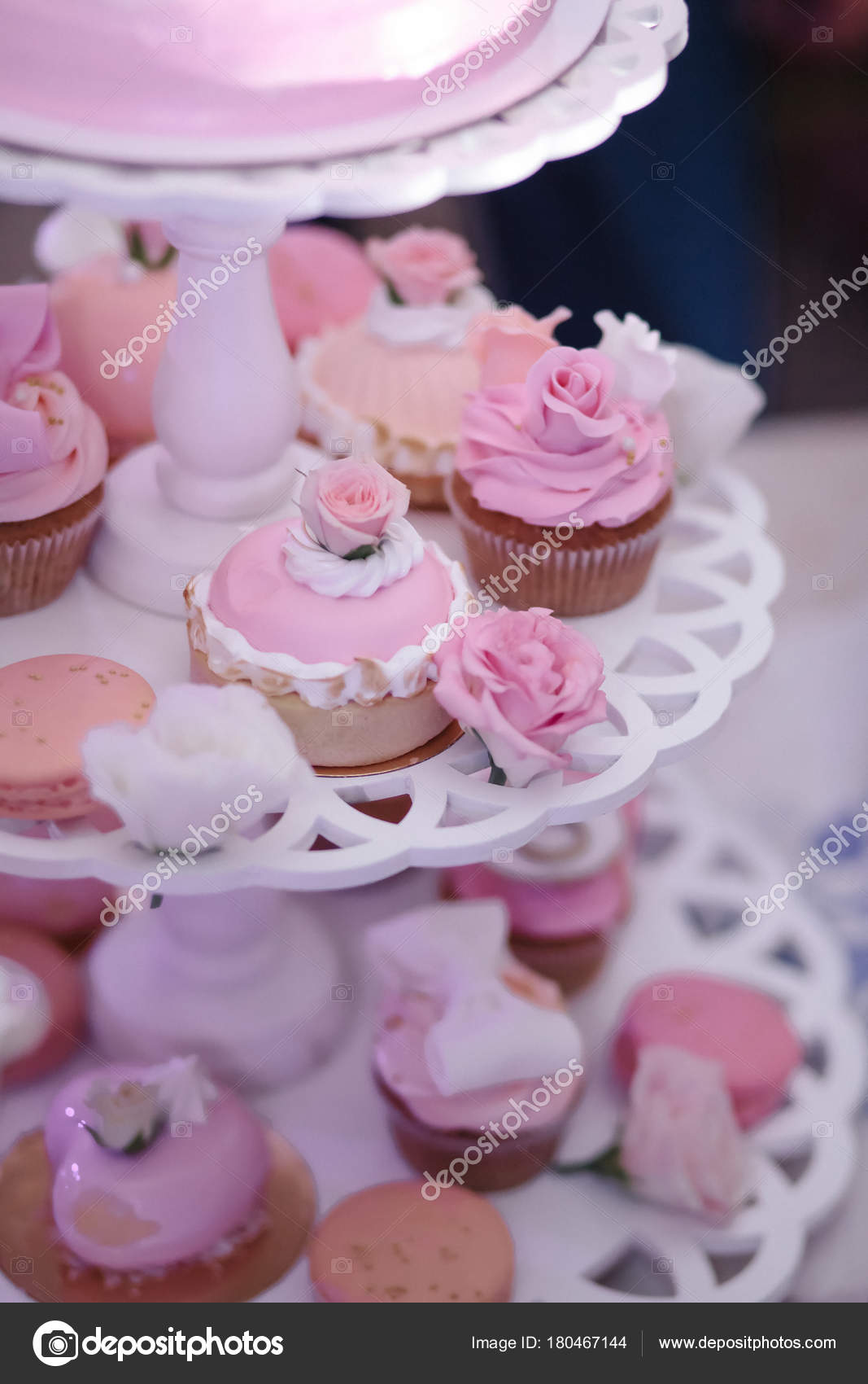 Bright wedding cake, with Mr Ms cake — Stock Photo © Vintra #180467144