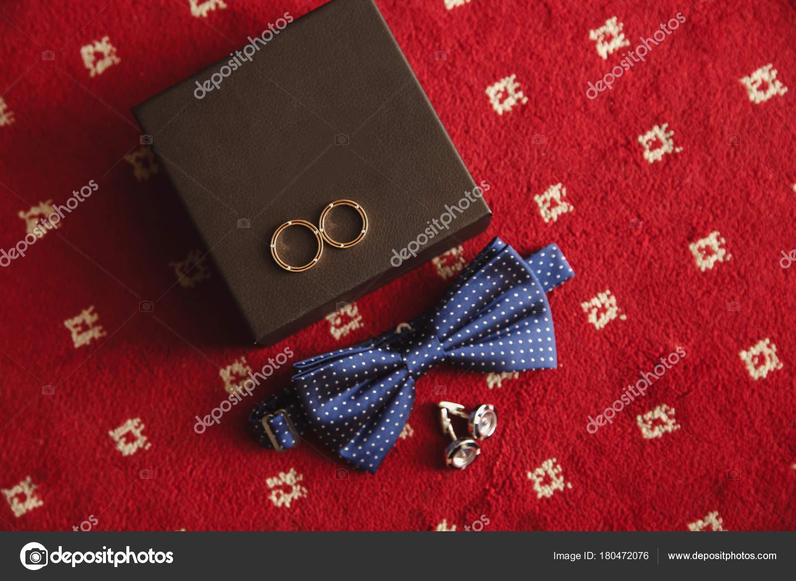 e3236afbc76f Dettagli del matrimonio. Accessori sposo. Scarpe e Papillon — Foto di ...