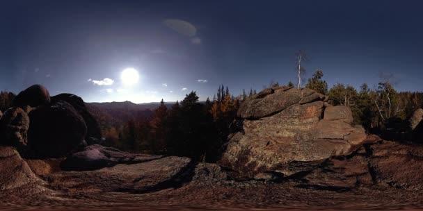 4k 360 Vr virtuální realita krásné horské scény na podzimní čas. Divokých sibiřských hor