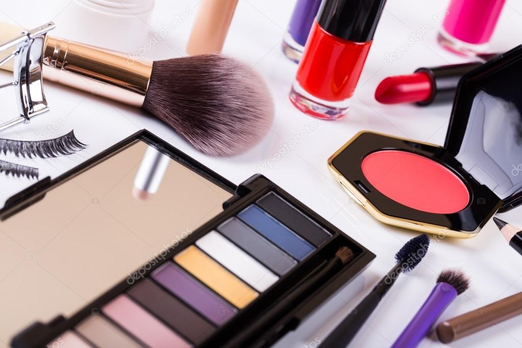 Imagenes De Maquillaje Para Descargar: Variedad De Cosméticos De Maquillaje