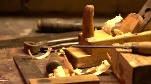 Vintage tesařské nástroje v dílně