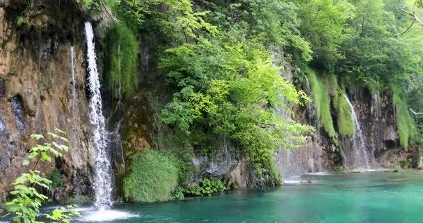 vodopády v národním parku Plitvická jezera, Chorvatsko