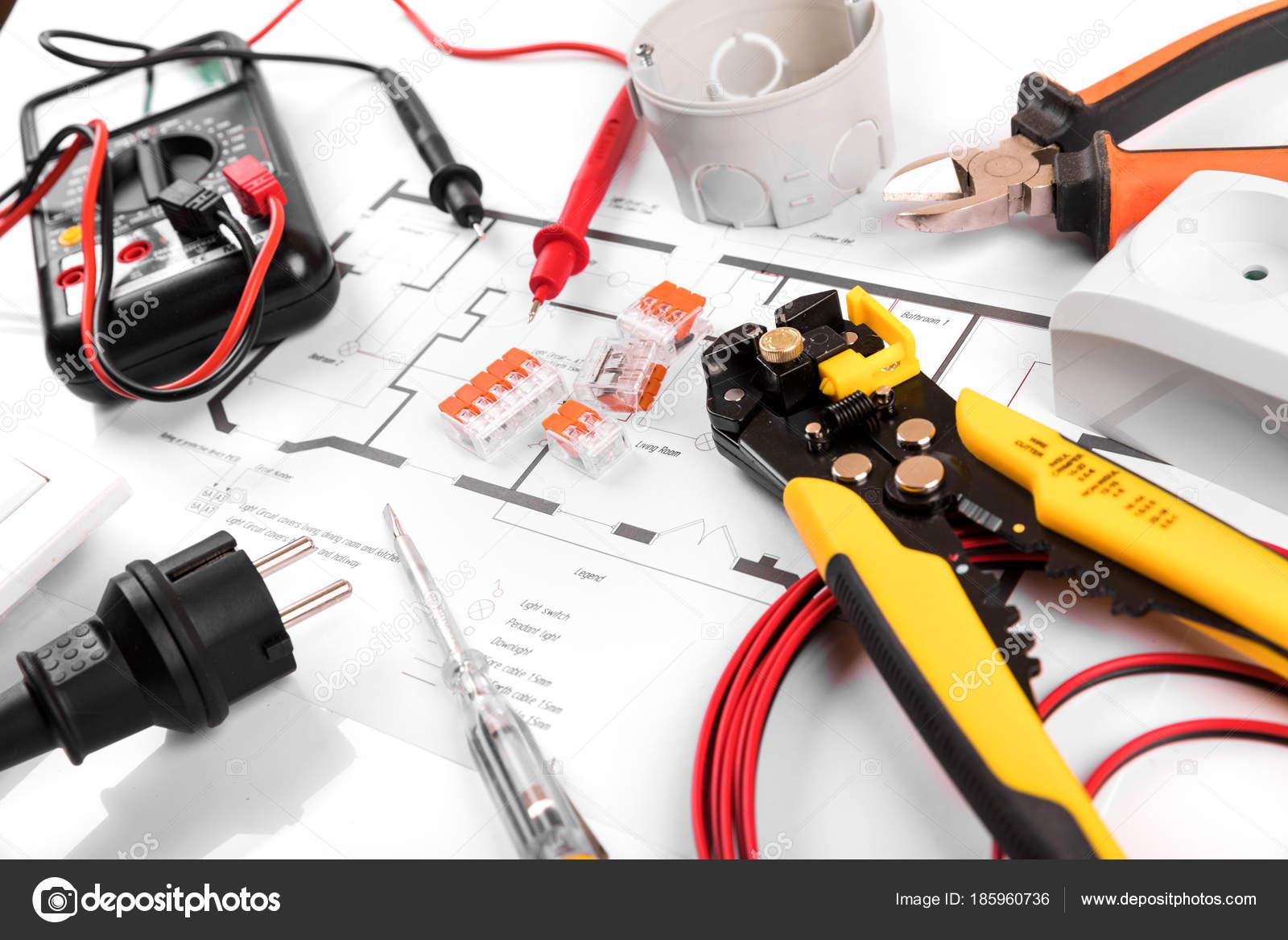 elektrische Werkzeuge und Geräte im Haus Schaltplan — Stockfoto ...