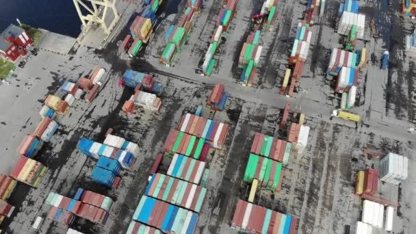 Lodní průmysl - průmyslové port s kontejnery letecký pohled