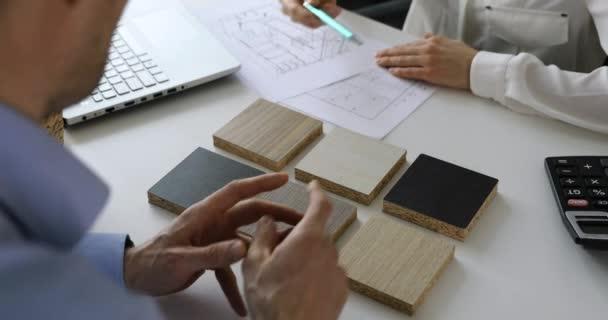 Designer Customer Choosing Kitchen Furniture Materials Samples Interior Design Shop — Stock Video © ronstik #368595702