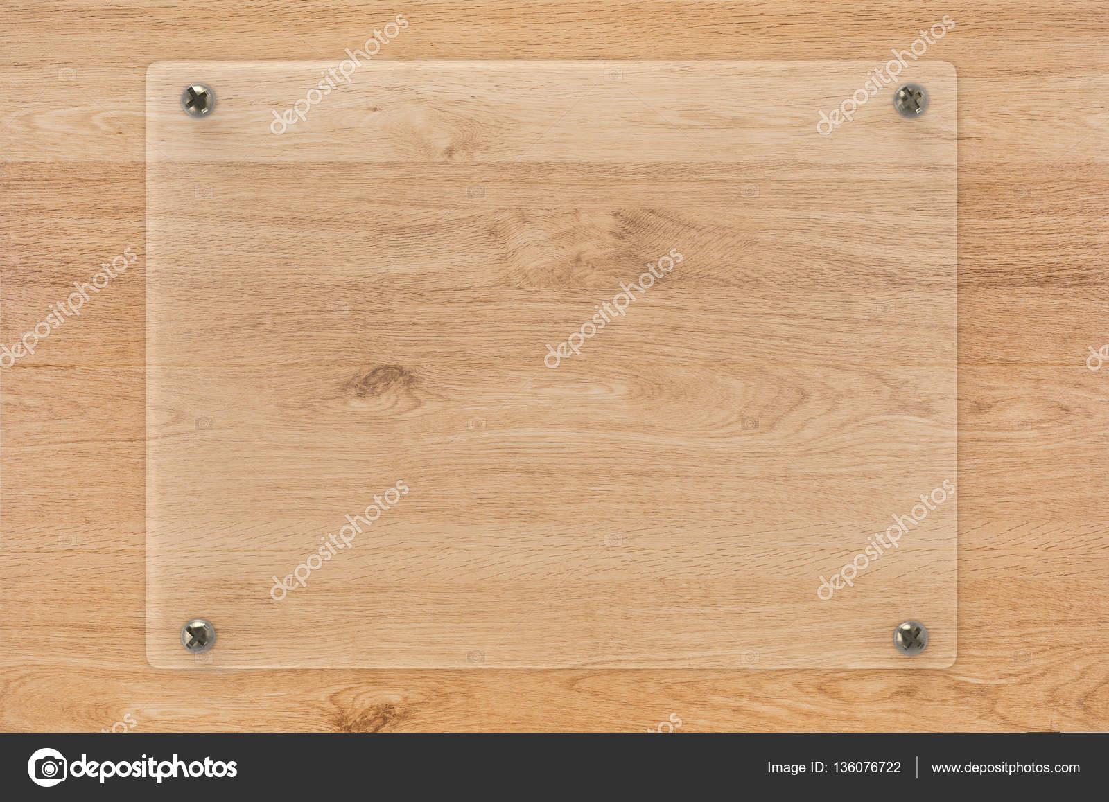 marco de tablero o acrílico de cristal sobre fondo de madera — Foto ...