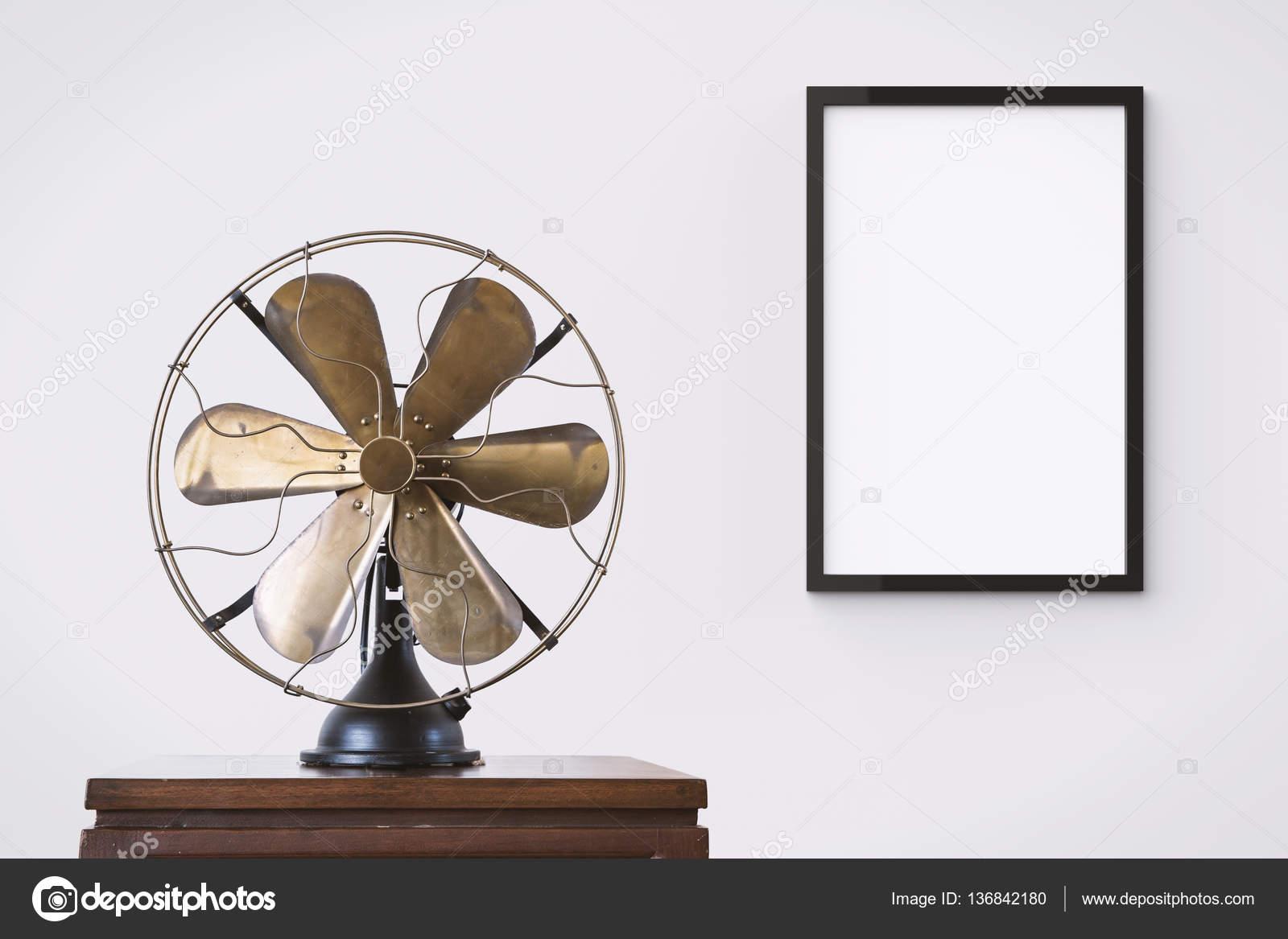 en blanco negro marco de colgar en la pared — Fotos de Stock ...