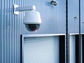 bezpečnostní kamera ve skladu
