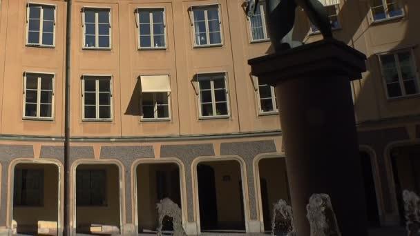 Fontána s nahou dívkou ve Stockholmu. Švédsko