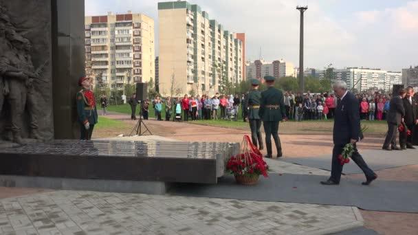 St. Petersburg guvernér Poltavchenko na zahájení památník vojákům v Afghánistánu. 4k.