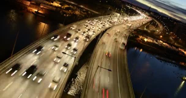 Provoz na dálnici v noci