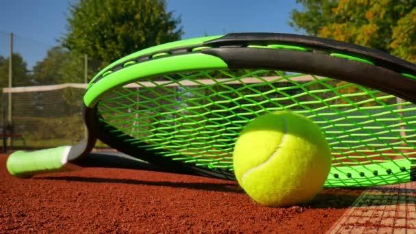 tenisák na tenisový kurt