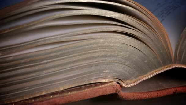 Bible svatá kniha křesťanství náboženství věří