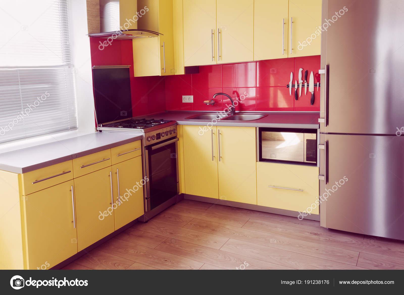 gelbe Küche — Stockfoto © Angelika #191238176